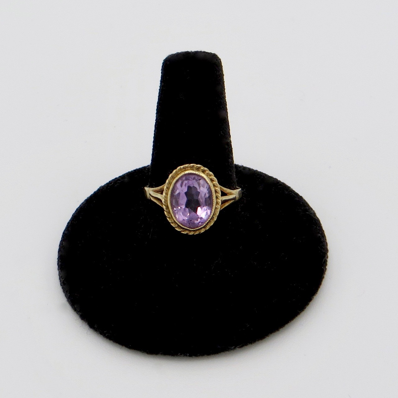 9kt Gold & Amethyst Ring