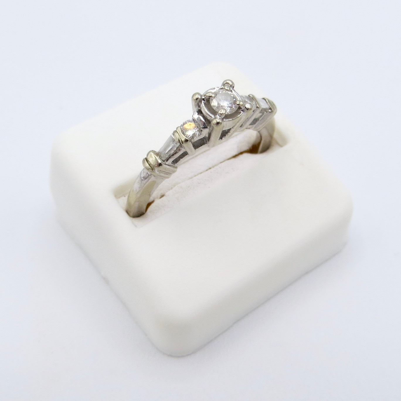 10kt Gold & Diamond Ring