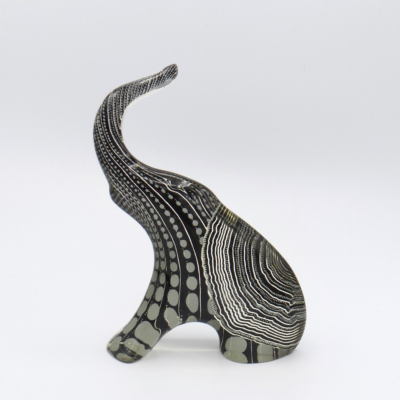 5C25-lucite-elephant