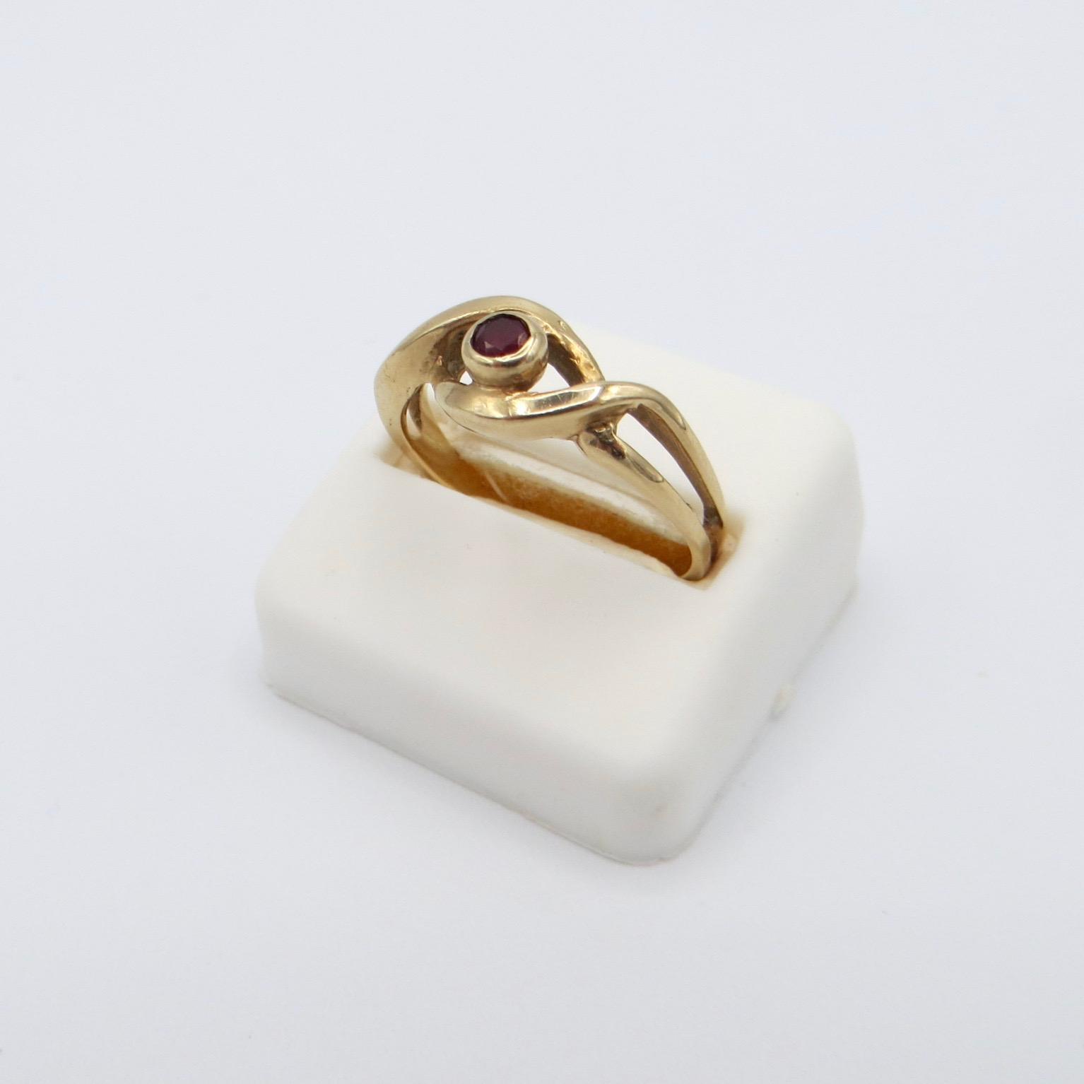 10kt Gold & Garnet Ring
